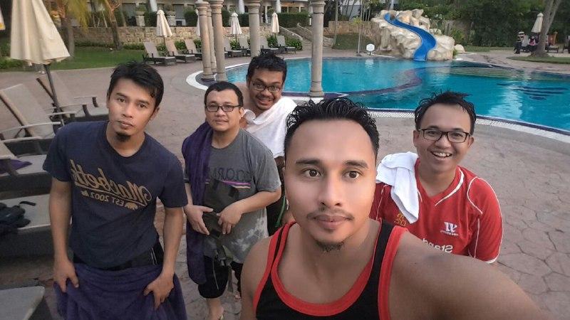 Selepas melayan kolam renang di Thistle Hotel