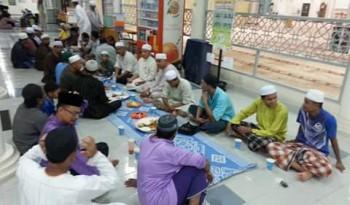 Berbuka puasa di Masjid Al-Ghafaar