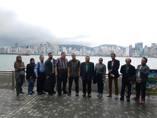 Bergambar di Hong Kong