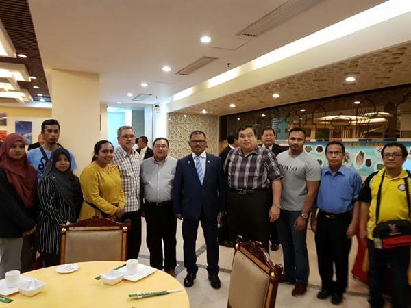 Bertembung dengan rombongan Ketua Menteri Melaka yang melawat China juga.