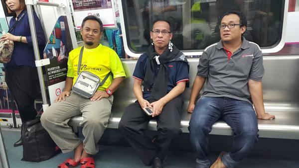 Dalam keretapi SUBWAY di Shenzhen