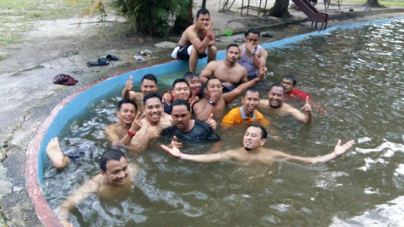 kolam renang nur eco resort