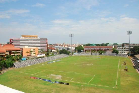 Main Bola Sepak di Stadium Hang Tuah
