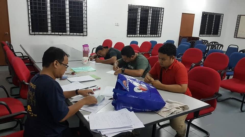 Pergi Ke Pejabat Pertubuhan Pendaftar Melaka Bertanya untuk Laporan Geran