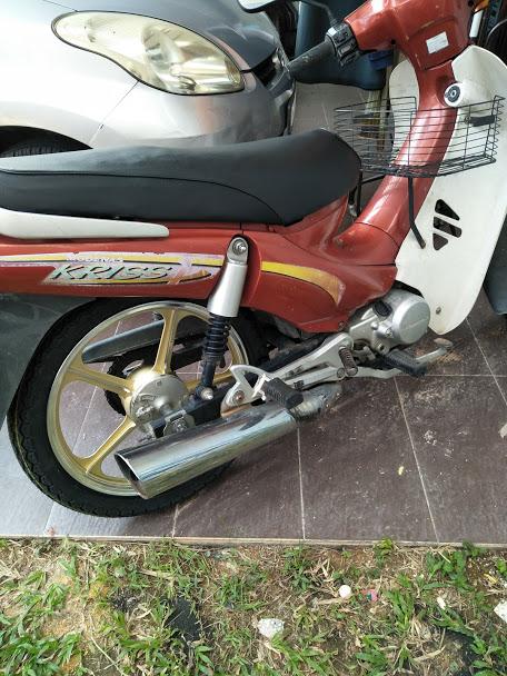 Motosikal di Service oleh Jiran